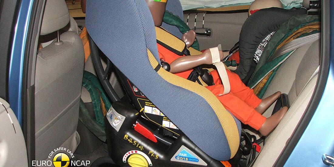 05/2011, EuroNCAP, Nissan Leaf, Kindersitzcrashtest
