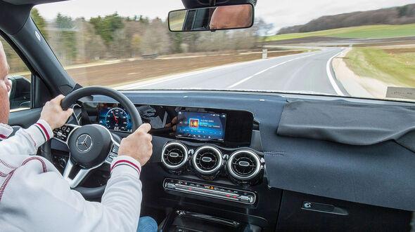 05/2019  Mercedes GLB Erlkönig Fahrbericht