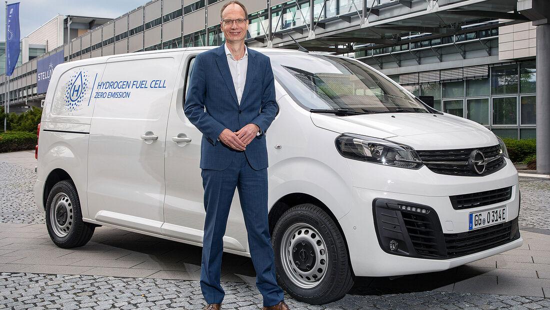 05/2021, Opel Vivaro-e Hydrogen und Opel-Chef Michael Lohscheller