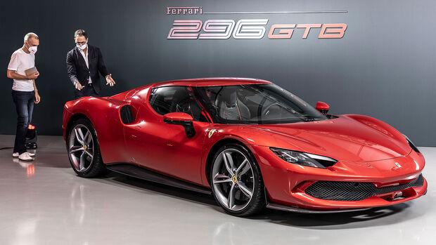 06/2021, Ferrari 296 GTB mit auto motor und sport-Redakteur Jörn Thomas