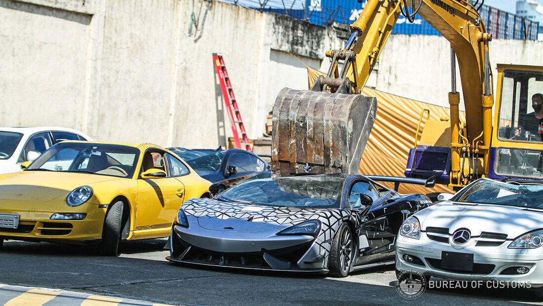 06/2021, Philippinen zerstören illegal eingeschleuste Luxusautos