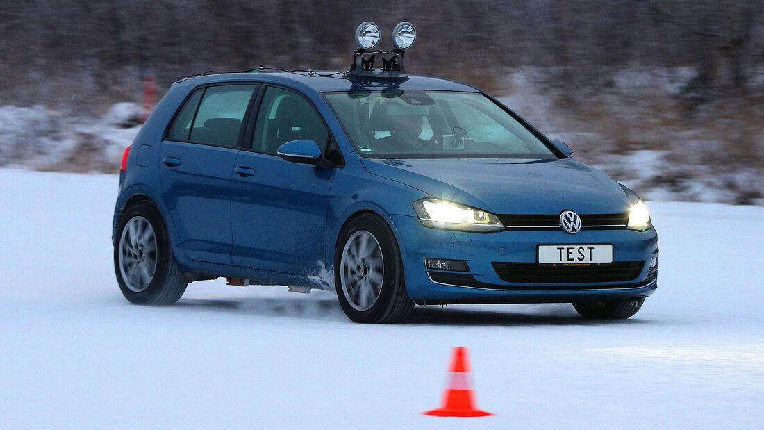 09/2021, ADAC Winterreifentest 2021 VW Golf im Schnee