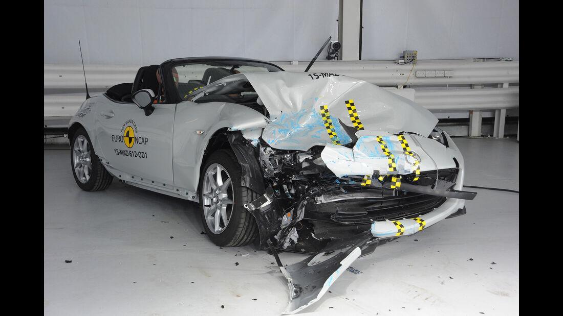 10/2015 EuroNCAP Crashtest Mazda MX-5.