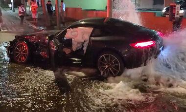 10/2019, Mercedes-AMG GT Unfall mit Hydrant