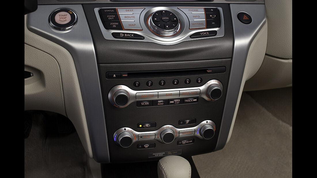 1110, Nissan Murano CC CrossCabriolet, Mittelkonsole
