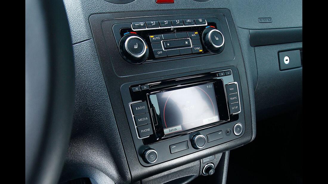 12/2012 ams27/2012, Vergleichstest  Caddy 1.6 TDI Trendline, Innenraum, Mittelkonsole