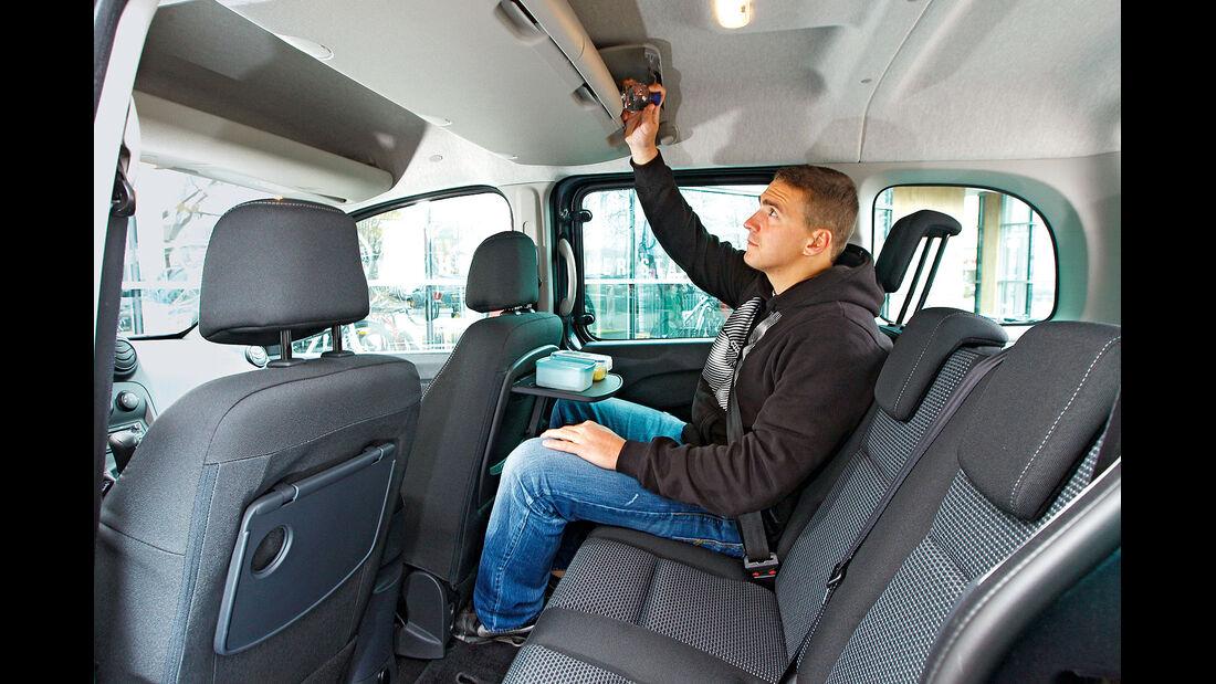 12/2012 ams27/2012, Vergleichstest Mercedes Citan 109 CDI Rückbank, Fond