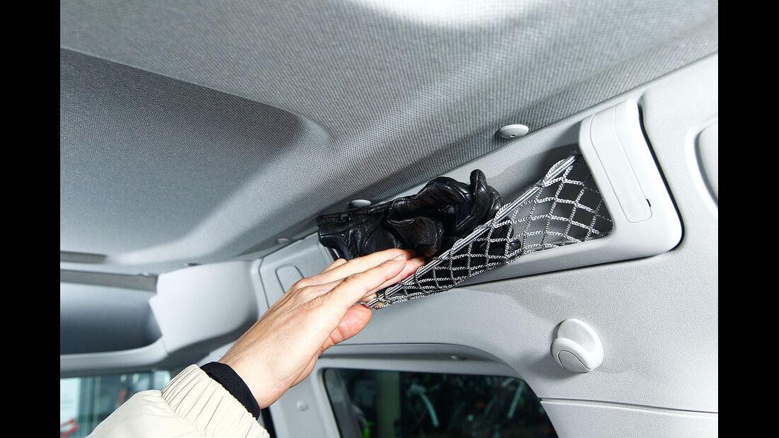 12/2012 ams27/2012, Vergleichstest  VW Caddy 1.6 TDI Trendline, Innenraum
