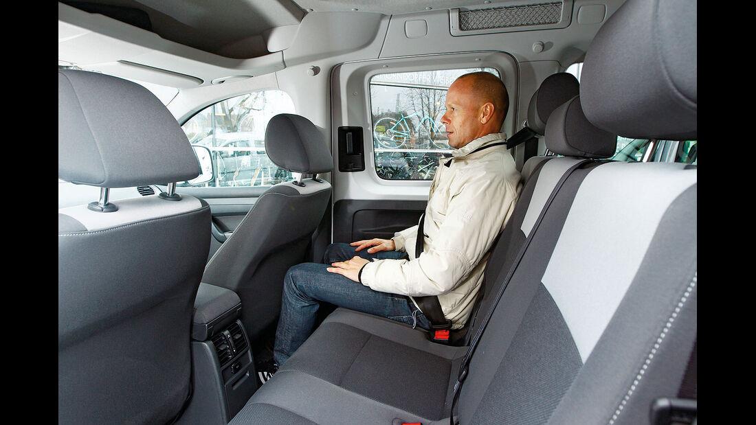 12/2012 ams27/2012, Vergleichstest VW Caddy 1.6 TDI Trendline, Rückbank, Fond