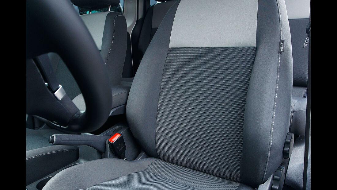 12/2012 ams27/2012, Vergleichstest VW Caddy 1.6 TDI Trendline, Sitze