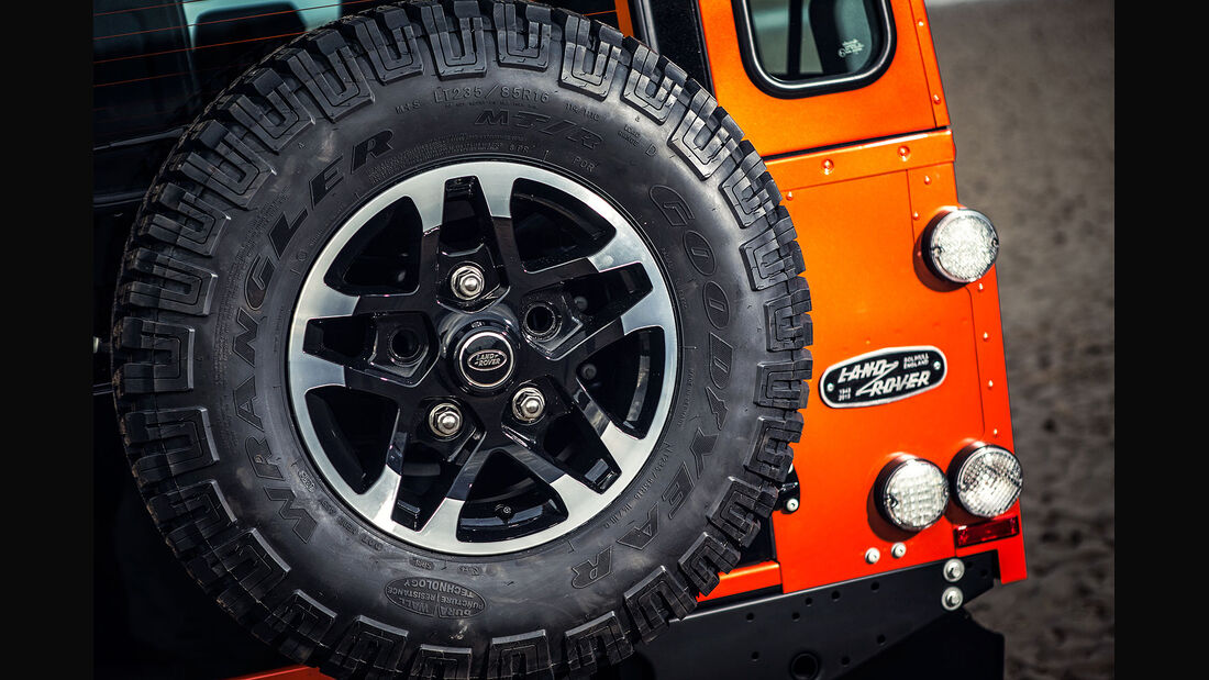 12/2014, Land Rover Defender Limited Edition Adventure