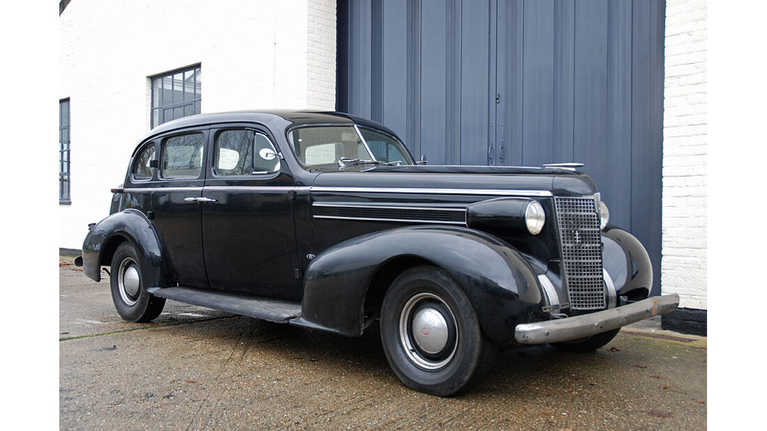1937  Oldsmobile Eight, L-37 Touring Sedan