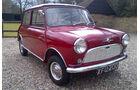 1960 Morris Mini Minor De Luxe.