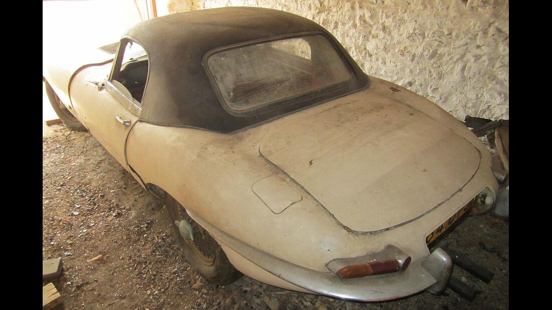 1961 Jaguar E-Type 'Flat Floor' Roadster.