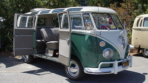 1967-VW-Transporter-Type-241
