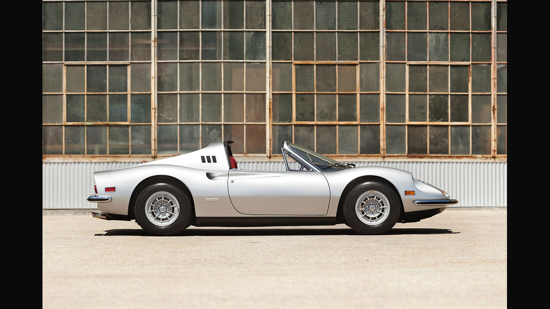 1974er Ferrari Dino 246 GTS 'Chairs and Flares'