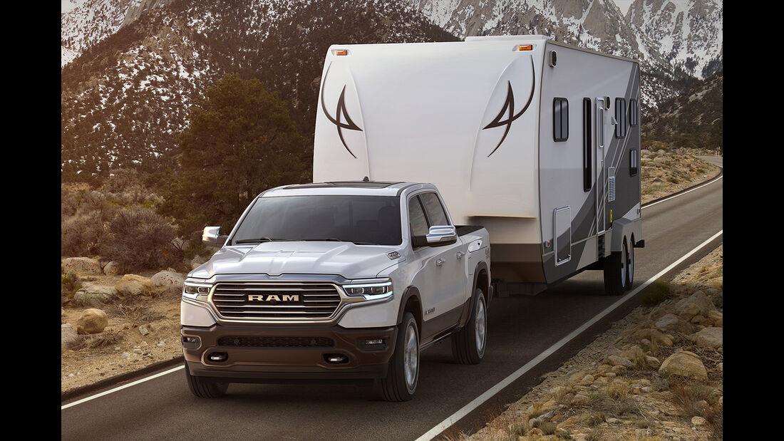 2019 Ram 1500 Laramie Longhorn with trailer
