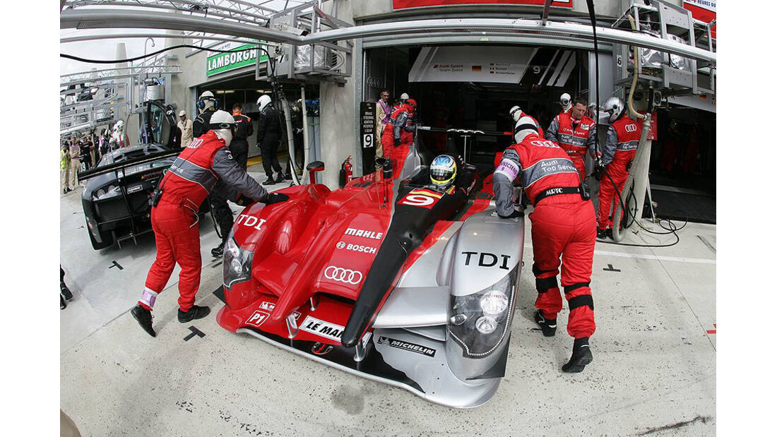 24h Le Mans Audi R15 TDI Box