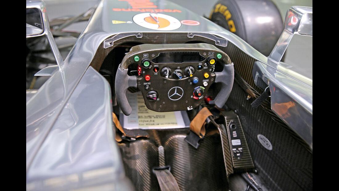 50 Jahre McLaren, Formel 1, McLaren MP4-27, Cockpit
