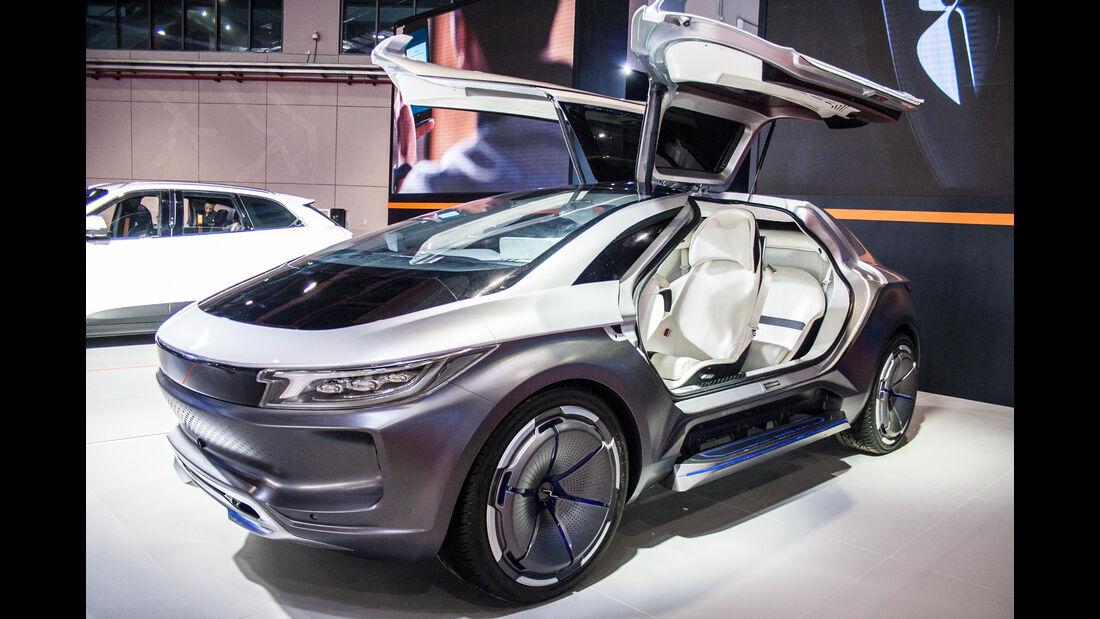 Abgefahrene Autos auf der Shanghai Auto Show 2035