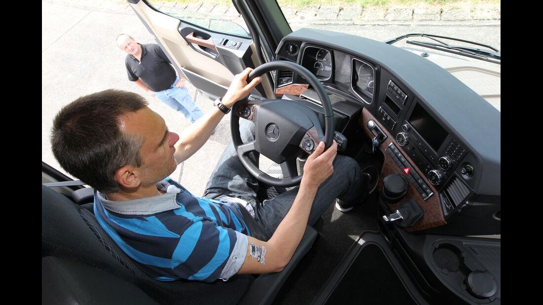 Actros, Jörn Thomas, Cockpit