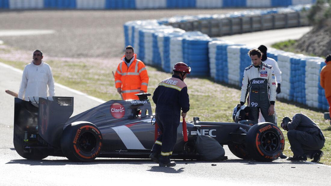 Adrian Sutil - Crash - Sauber - Jerez-Test 2014