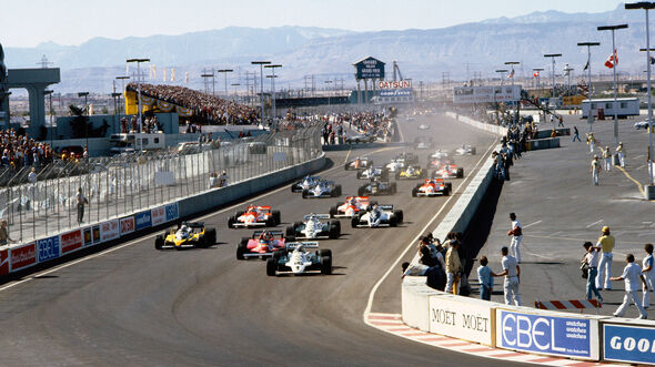Alan Jones - Williams FW07C - Gilles Villeneuve - Ferrari 126CK - Las Vegas 1981