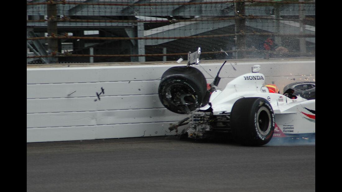 Alex Lloyd - IndyCar-Crash