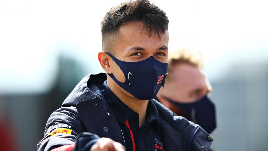 [Imagen: Alexander-Albon-Red-Bull-GP-England-Silv...710825.jpg]