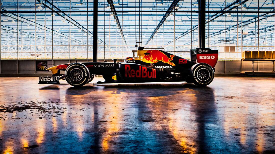 Alexander Albon - Red Bull RB7 - Road-Trip - Januar 2020