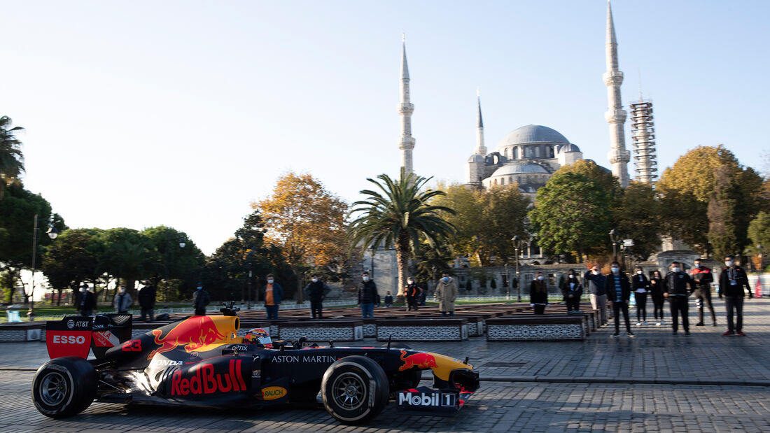 Alexander Albon - Red Bull - Showrun - Istanbul 2020