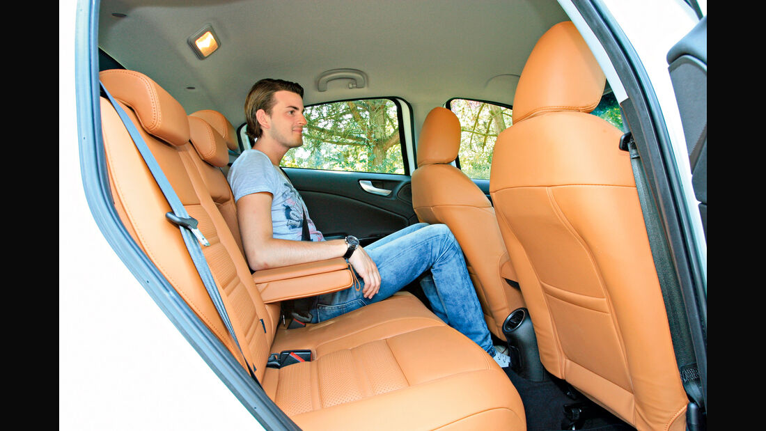Alfa Giulietta 2.0 JTDM TCT, Rücksitz, Beinfreiheit