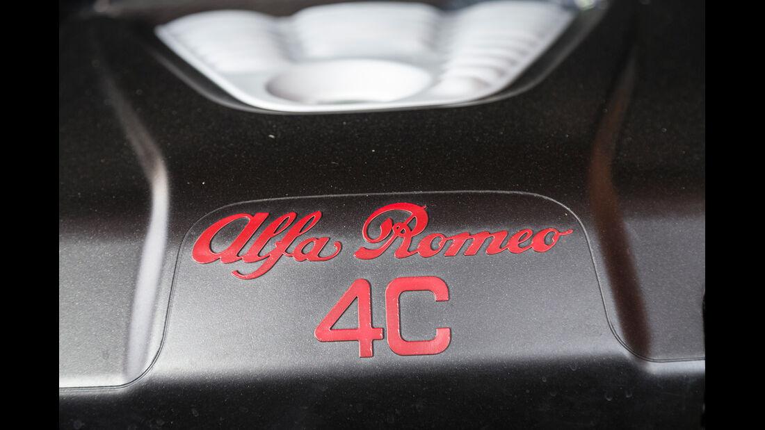 Alfa Romeo 4C, Schriftzug