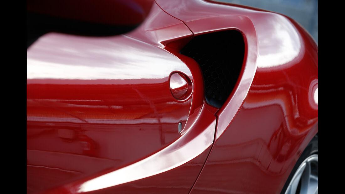 Alfa Romeo 4C, Seitenführung