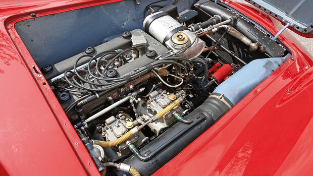 Alfa Romeo 750 Competizione, Motor