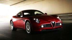 Alfa Romeo 8C - Frontansicht in Fahrt