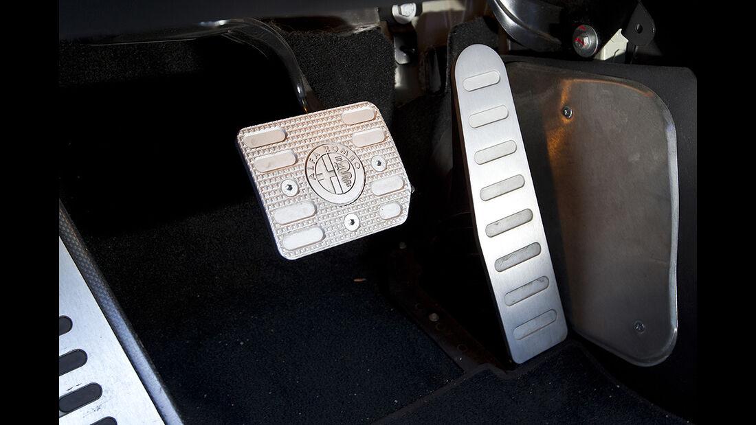 Alfa Romeo 8C Spider, Pedale