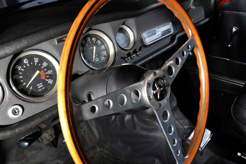 Alfa Romeo GTA, Lenkrad, Rundinstrumente