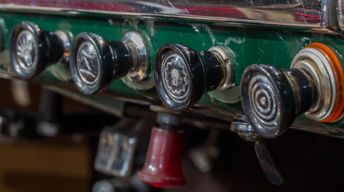 Alfa Romeo Giulia 1600 Spider, Bedienelemnete