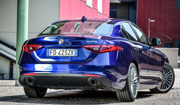 alfa romeo giulia 2 2 diesel im test auto motor und sport. Black Bedroom Furniture Sets. Home Design Ideas