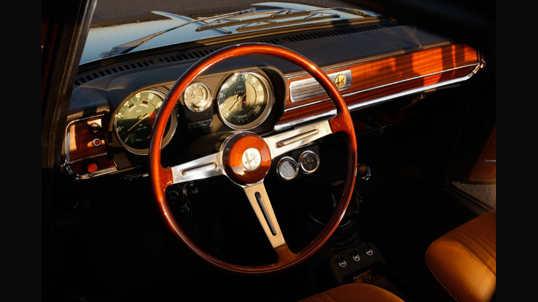Alfa Romeo Giulia, Lenkrad, Rundinstrumente