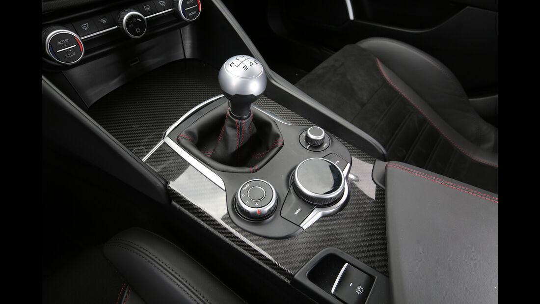 Alfa Romeo Giulia QV, Schalthebel