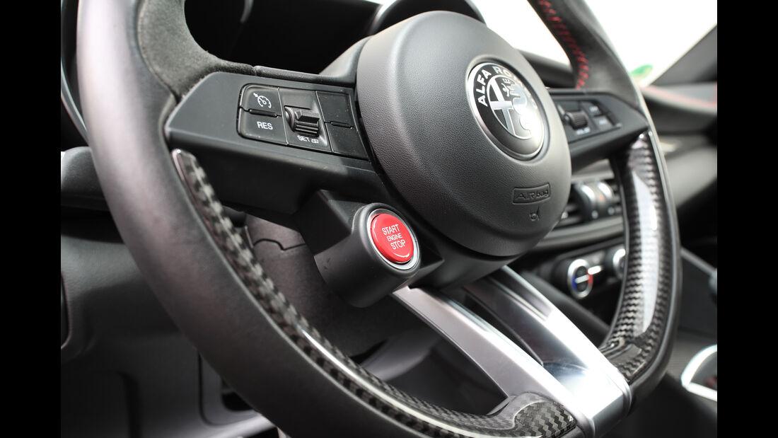 Alfa Romeo Giulia Quadrioglio, Lenkrad