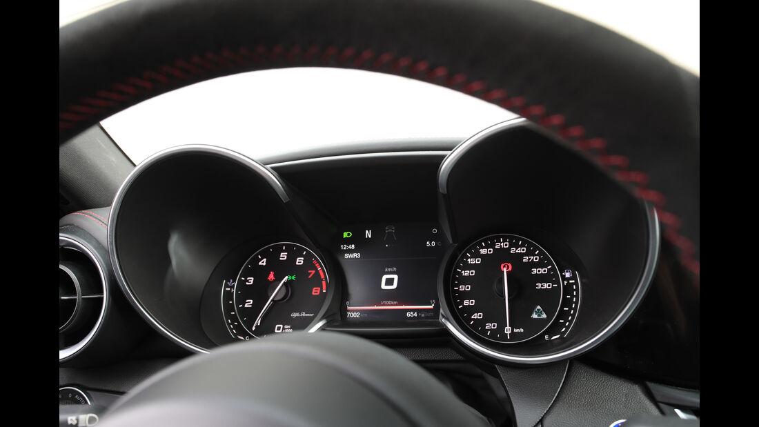 Alfa Romeo Giulia Quadrioglio, Rundinstrumente