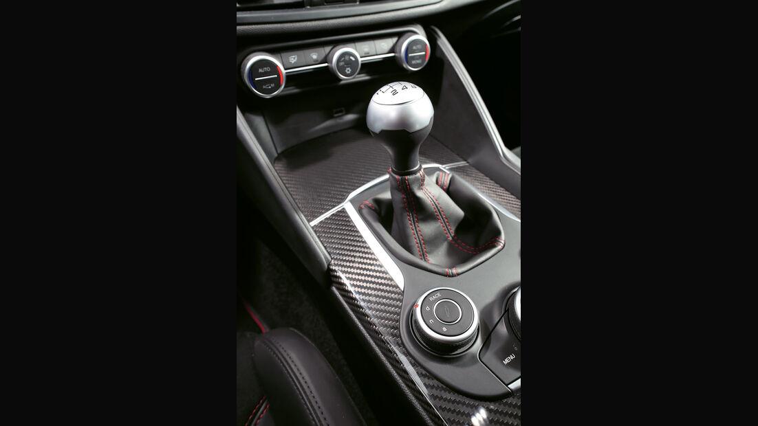 Alfa Romeo Giulia Quadrioglio, Schaltung