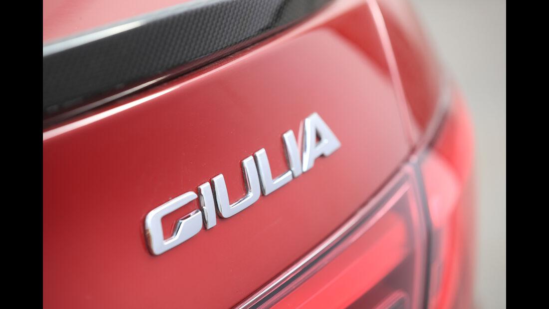 Alfa Romeo Giulia Quadrioglio, Typenbezeichnung