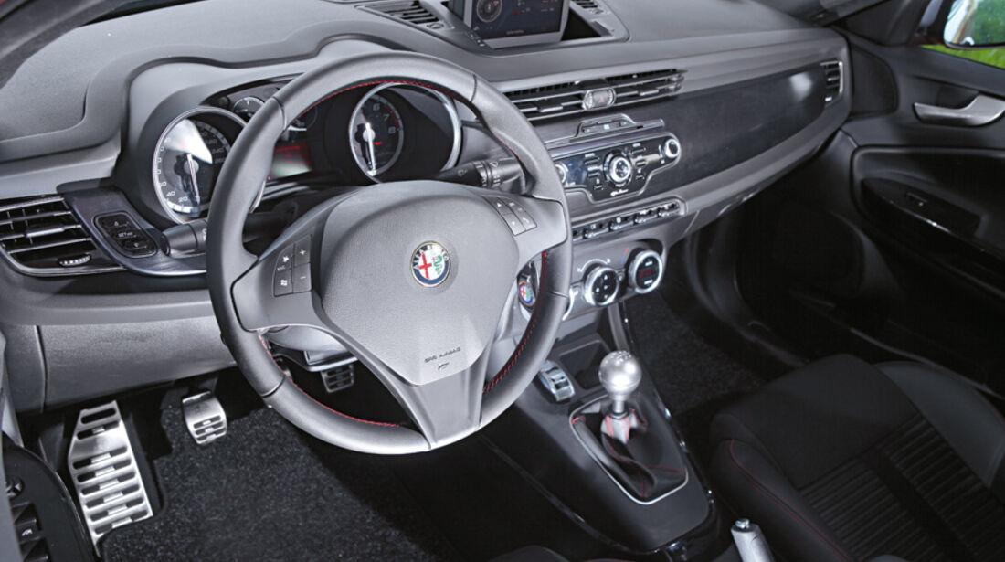 Alfa Romeo Giulietta 1.4 TB 16V, Cockpit, Lenkrad