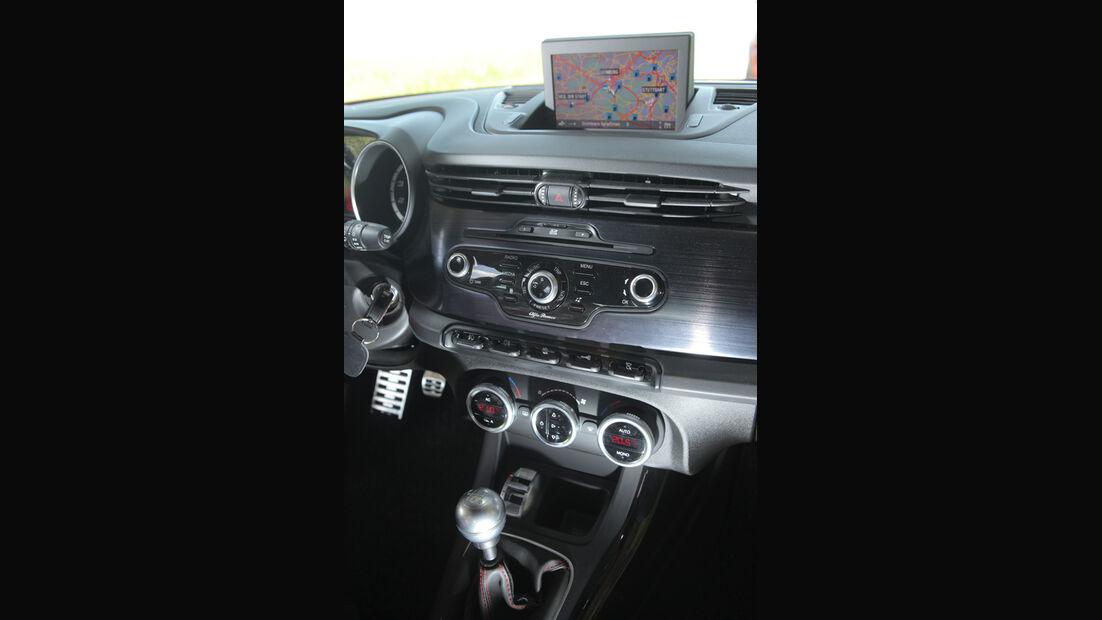 Alfa Romeo Giulietta 1.4 TB 16V, Mittelkonsole, Detail