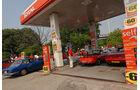 Alfa Romeo Oldtimer an der Tankstelle