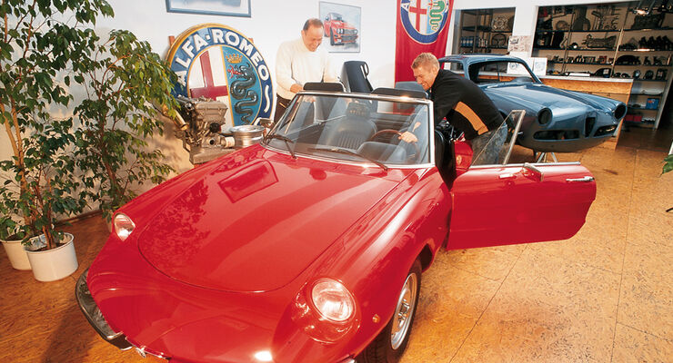 Alfa Romeo Spider im Showroom